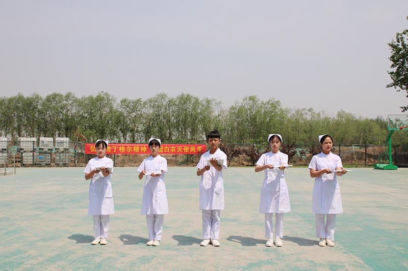 扬青春风采,展我校礼仪——我校隆重举行5.12国际护士节礼仪大赛